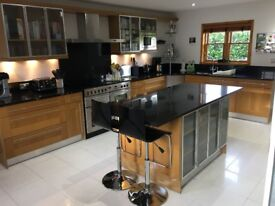 Symphony 'Georgia' Kitchen, 23 units, Solid Oak Shaker-Style + Granite Worktops. Excellent Condition
