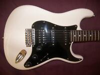 Fender Modern Player Stratocaster HSS + Gig Bag. / Arctic White