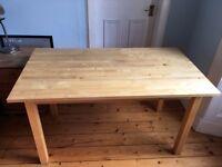 Medium-sized Table, good condition