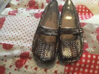 Algeria ladies shoes never worn will fit size 8