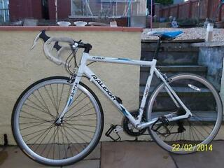 RALIEGH PURSUIT RACING BIKE IN GOOD CONDITION