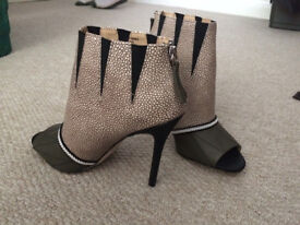 saldals/shoes/heels-brand new-from smoke free home