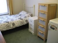 Lovely cosy room for one person - from 12th Aug - W12