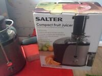 Salter compact fruit juicer