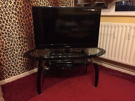 Samsung LCD HD TV for sale (with TV Table)