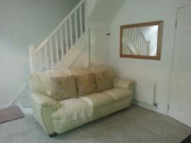 COTTAGE STYLE 2 BEDROOM HOUSE TO LET near back gates of CITY HOSPITAL in a QUIET LOCATION