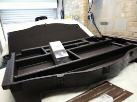 Ssangyong Tivoli luggage tray and boot floor assembly