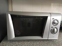 Silver microwave in excellent working order for quick sale