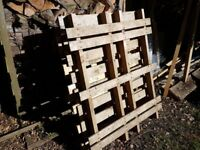 free wooden pallets (3x)