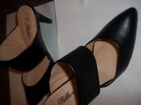 2 pairs of unworn ladies shoes size 38/5 - £8.00 a pair - one beige and one black strap over