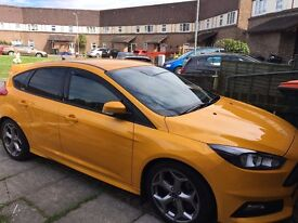 Ford Focus ST2 Tangerine Screen