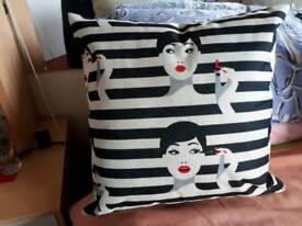 Set of 3 cushions (New)