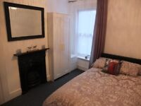 Double Room to Rent 5 Minutes to Town, Sea Views - Professional Share
