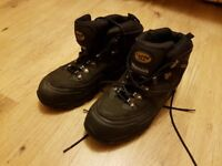 Rarely used really good condition high quality safety shoes work shoes at bargain price. UK size 9