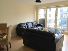 Stunning 2 bedroom, 2 bathroom and lounge flat, recently renovated, available now