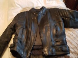 Mens leather akito motorcycle jacket, size 40,shoulder, hip,elbow and back protectors.