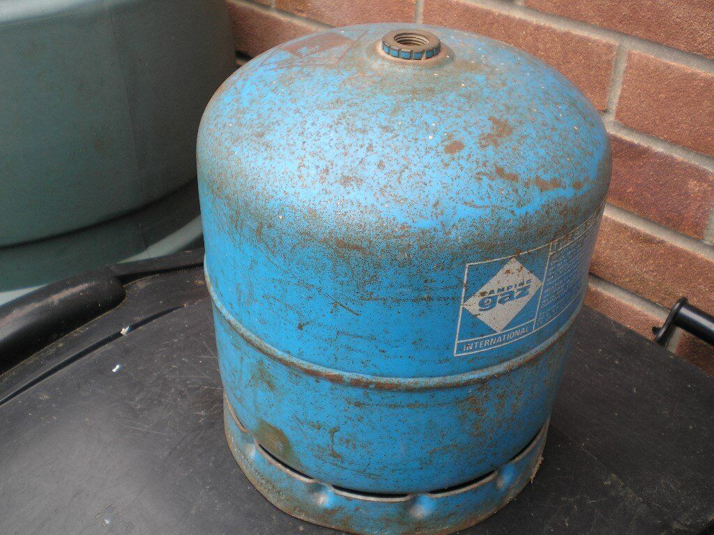 Butane gas bottle 2.7kg ( camping Gaz ) in good condition,still has some gas.