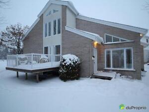 425 000$ - Maison à paliers multiples à Jonquière (Arvida) Saguenay Saguenay-Lac-Saint-Jean image 2