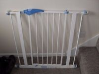 TODDLER /CHILD/ PET STAIR GATE LINDAM DOOR OR STAIR GATE GOOD CONDITION