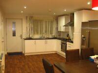 Professional postgraduate LUXURY Double room in modern house in FALLOWFIELD, inc Bills