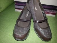 Ladies Skechers (New in Box) Size 5 Chocolate Brown ***£20***