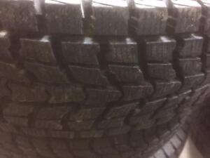 4 pneus d'hiver 225/75/16 Dunlop GrandTreck