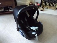 MAXI-COSI CABRIOFIX BLACK REFLECTION 0-13KG WITH SUN COVER EXCELLENT CONDITION