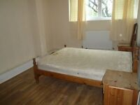 Lovely large room with double bed in a share flat located close to Old Street tube!!**
