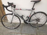Cervelo R3 - Ultegra, Carbon Road Bike (2014) with Mavic Ksyrium Elite S Wheels