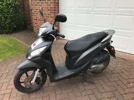 Honda Vision 50- Comes with chain and gloves
