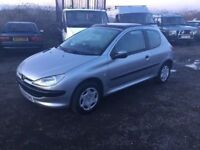 PEUGEOT 206 lx 3 DOOR HSTCH IN VGCONDITION GLASS SUNROOF IN BLACK VERY GOOD DYIVER LUXURY SEATS PX.?