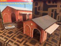 Hornby Skaledale Regis Good Shed with box