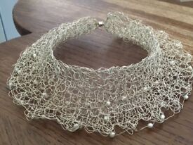 Choker in silver metal and pearl