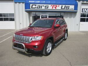2011 Jeep Grand Cherokee LAREDO AWD  3.6L V6 LOADED ONLY 71K!