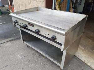"Plaque Chaude au Gaz 48"" de Large , Griddle Gas with Stainless Stand"