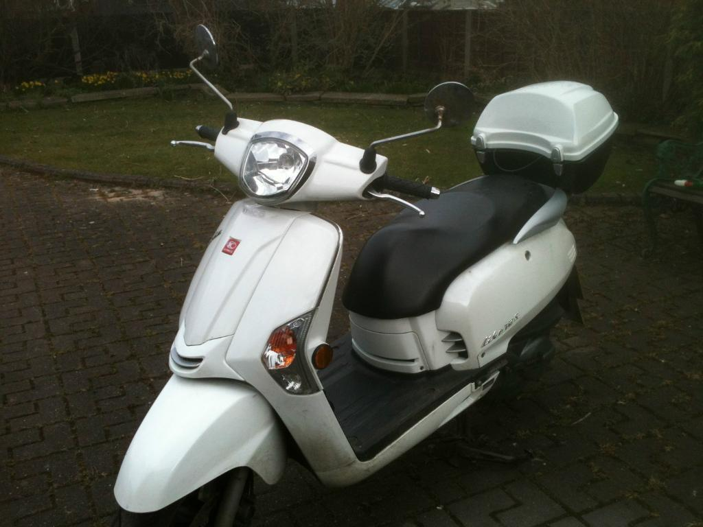 KYMCO LIKE 125cc White Scooter 15021 MILES, Used by DAVID TENNANT in the  Film DECOY