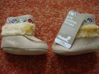 Cute baby girls fur lined boots MOTHERCARE size 6-12months NEW will post out
