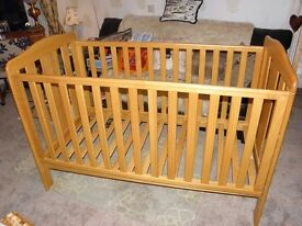 Cot bed with lowering side, tooth-safe rails and brand new mattress
