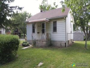 $115,000 - Raised Bungalow for sale in Windsor
