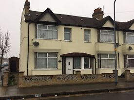 We are proud to present this 4 bedroom House Located very close to South Park & Green Lane IG1!!!