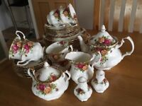 """Royal Albert """"old country roses"""" 6 piece dinner set and ornaments"""