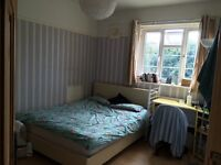 AMAZING DOUBLE ROOM WITH 32 inch TV AVAILABLE IN EXCELLENT LOCATION (Couples welcome)