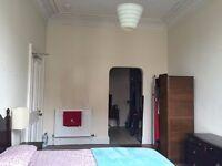 Large private en suite room in central Edinburgh