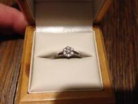 Ladies 18ct White Gold Cluster Ring
