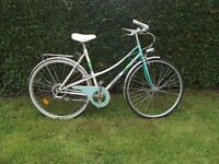 Vintage Ladies Hercules Town / Road Bike Step Through Loop Frame
