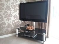 Cantilever tv stand