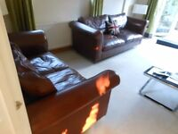 LAURA ASHLEY GORGEOUS 3 SEATER & 2 SEATER CONKER BROWN LEATHER SOFAS. STUNNING. CAN DELIVER
