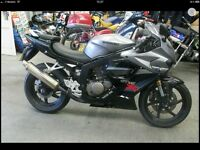 Hyosung GT 125 R Black and silver