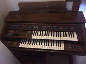 Yamaha Electric Organ. Model FE-50