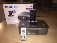 Philips DC390/05 docking station speaker and radio for iPhone/iPad/iPod - great condition with box